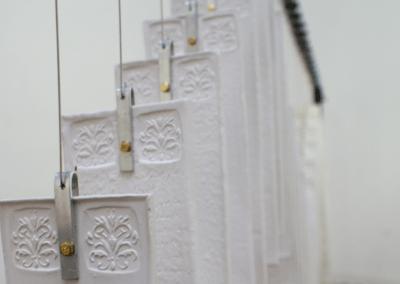"""Détail sculpture installation """"Fréquence"""" céramique contemporaine"""