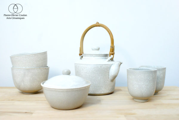 Service à thé en grès émaillé blanc à effets artisanat d'art