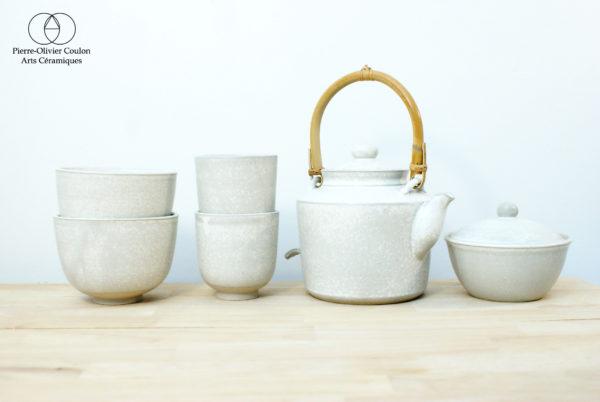 Service à thé en grès émaillé blanc à effets céramique contemporaine