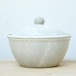 sucrier en grès émaillé blanc à effets céramique contemporaine