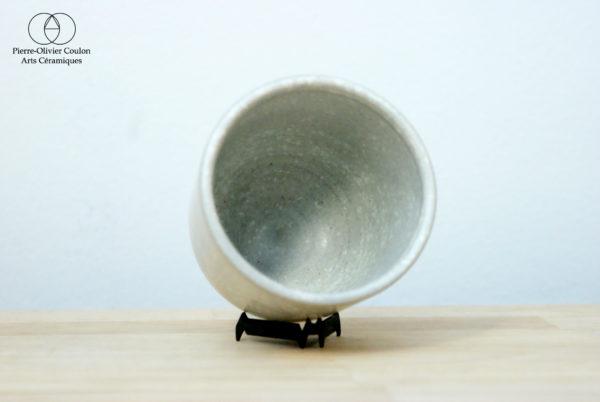 Tasse en grès émaillé blanc à effets céramique contemporaine