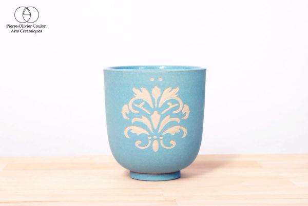 Tasse en grès engobé céramique contemporaine décor gravé