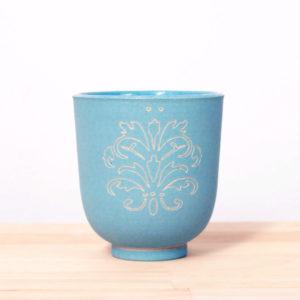 Tasse en grès engobé décor ligne gravé céramique contemporaine