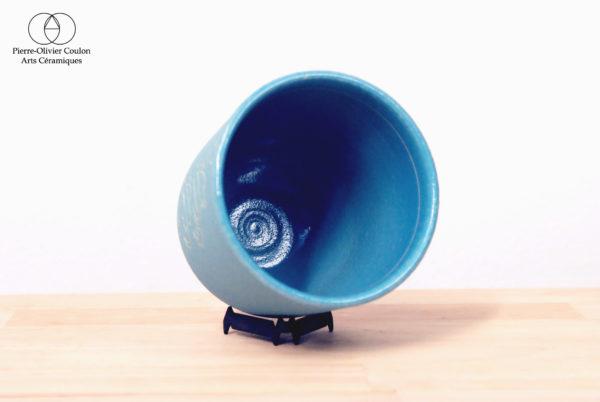 Tasse en grès engobé décor ligne gravé poterie artisanale