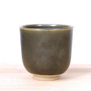 Tasse en grès émaillé vert irisé arts céramiques