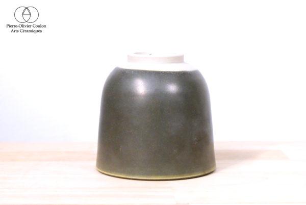 Tasse en grès émaillé vert irisé fait main