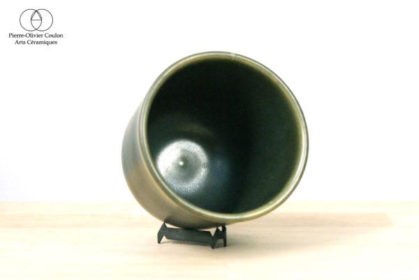 Tasse en grès émaillé vert irisé poterie artisanale