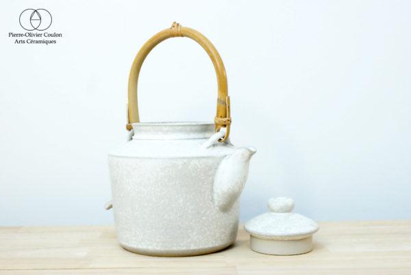 Théière en grès émaillé blanc à effets art du thé